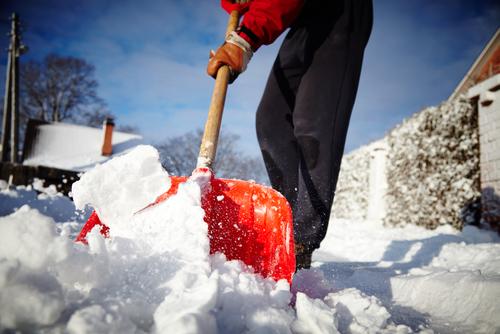 schnee-schaufeln-winter
