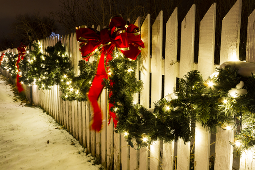 weihnachtlicher Winterzaun